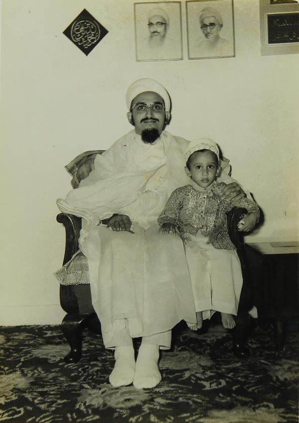 Syedna Qutbuddin with Syedna Fakhruddin at a young age.
