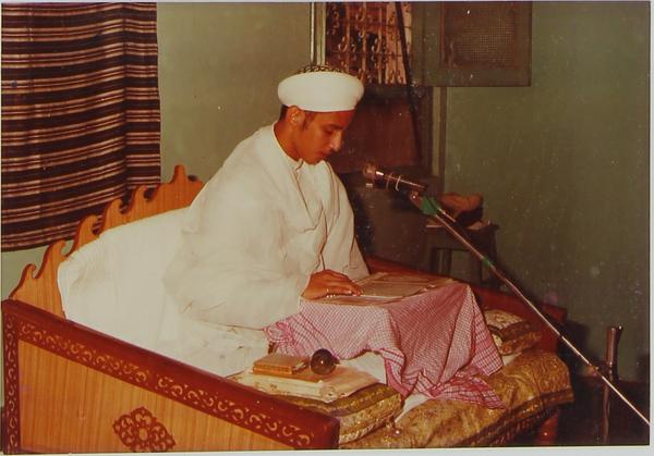 Syedna Fakhruddin delivering Ashara Waaz in Thane by Farman of Syedna Burhanuddin. This was his first Ashara. Syedna Burhanuddin unexpectedly gave farman for waaz 3 days before the beginning of Muharram.