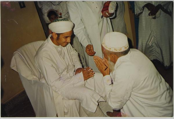 Syedna Fakhruddin with mumineen.