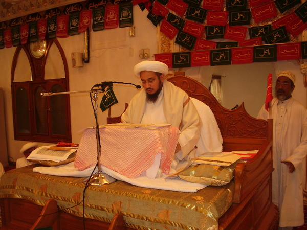 Syedna Fakhruddin delivering Ashara Waaz in Karbala Mo'alla by farmaan of Syedna Burhanuddin in 1432H