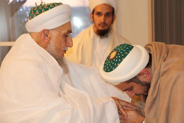 Syedna Qutbuddin bestows nazaraat on his successor Syedna Fakhruddin on 27th Muharram 1437H, the day on which Nass was bestowed on the 54th Dai