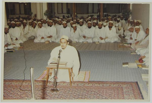 Syedna Fakhruddin giving Jamea Saifiyah 11th Shafahi (oral) Exam in Hazrat of Syedna Mohammed Burhanuddin